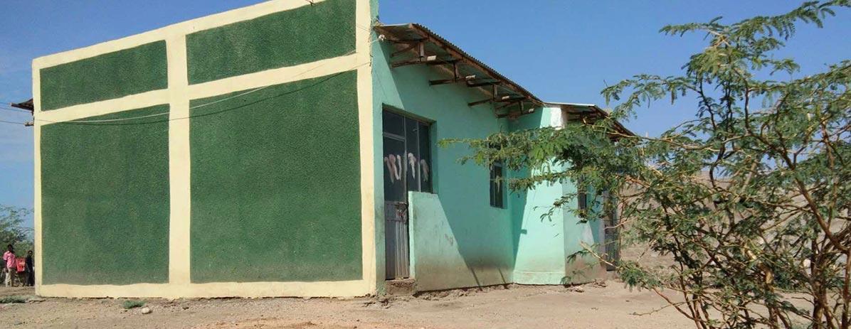 بناء منزل للسكان المحليين